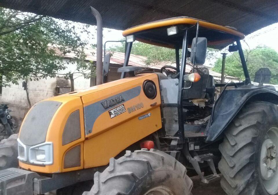 Venta Tractor Valtra – Modelo 2011